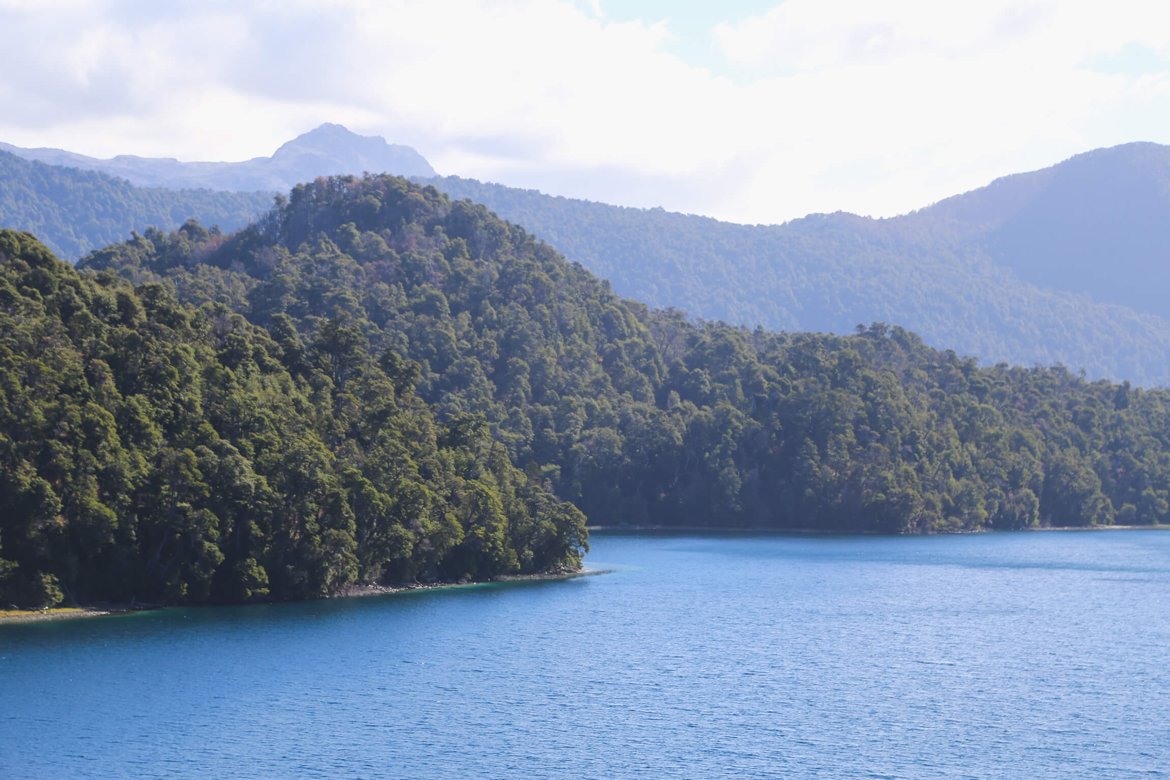 A lake surrounded by a mountainous forest on the Ruta de los 7 Lagos in Argentina
