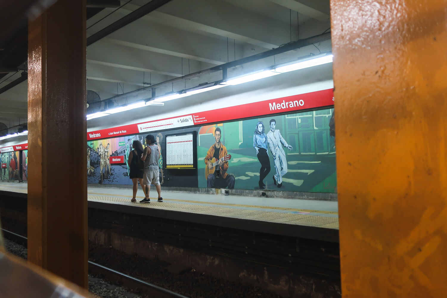 Visit underground street art in the subte is one of the best Things to do in Buenos Aires when it rains