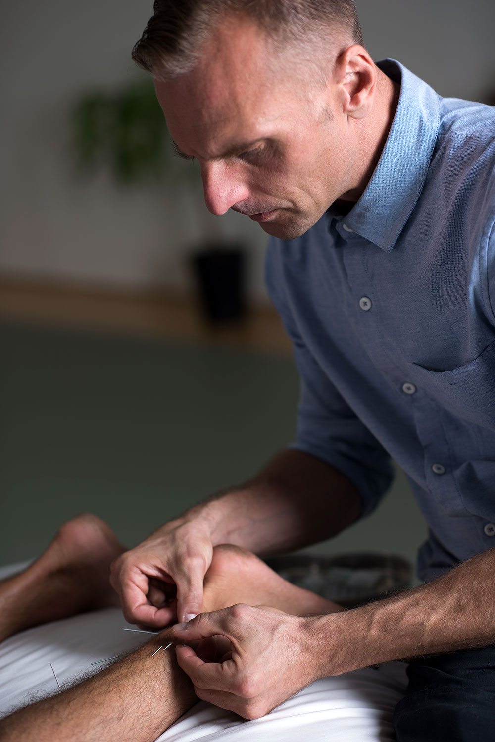 Toronto-acupuncture-studio-fix-me-up-matt-sedo-feet.jpg