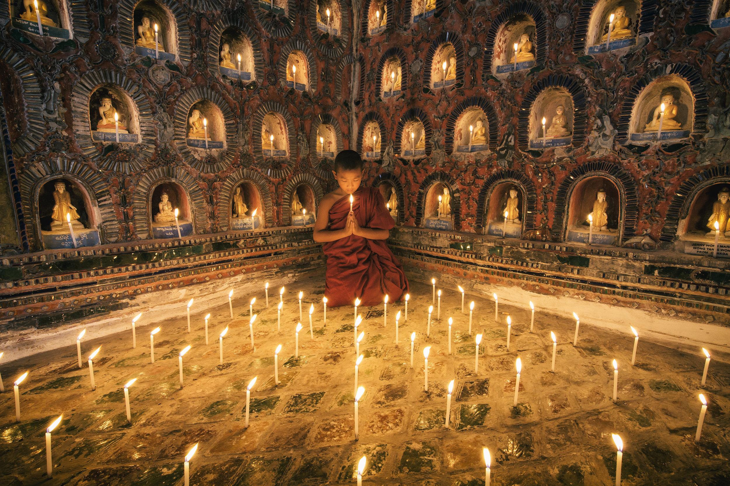 burmese_monk_in_his_monastery.jpg