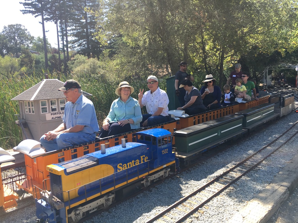"2.5"" trains loom over 1.5"" trains"