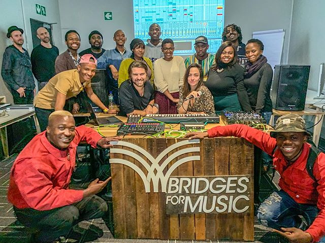 A moment. Masterclass at the amazing @bridgesformusic academy in Langa / South Africa 🇿🇦✨ . . . @rodriguezjrmusic @lisetalea #rodriguezjr #lisetalea #bridgesformusic #bridgesformusicacademy #southafrica