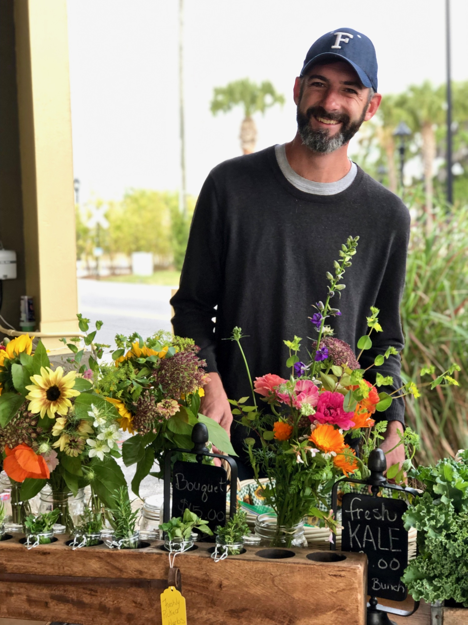 Farmer's Market - Each Saturday from the beginning of September to the end of May you can buy our flowers at the Ocala Downtown Market. Hours are 9:00 am to 2:00 pm. The Ocala Downtown Market is at the corner of S.E. 3rd Street and S.E. 3rd Avenue in Ocala, Florida.