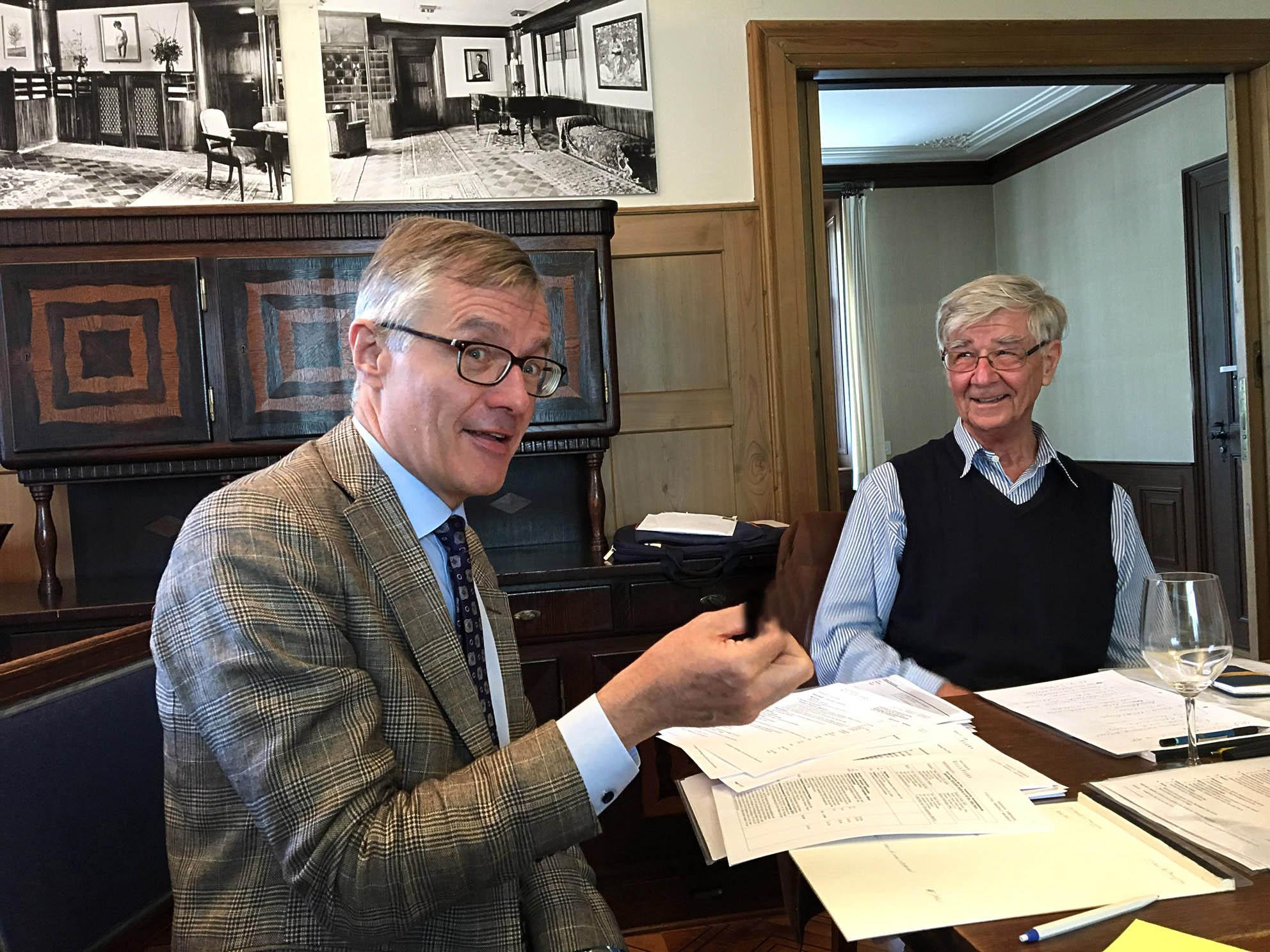 Präsidentenwechsel: Dieter Thalmann (r.) übergibt den Schlüssel an seinen Nachfolger Arthur Frauenfelder.