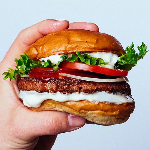 Bun2Bun Club - Bun, salad, tomato, onion, mustard, bbq sauce, patty, horseradish mayo