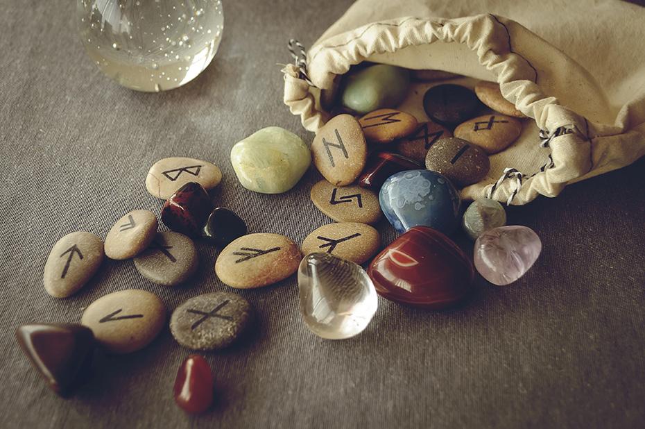 rune-stones-bag-020817.jpg