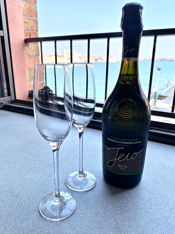 Hilton Molino Stucky Venice - King Tower Suite - Anniversary Prosecco