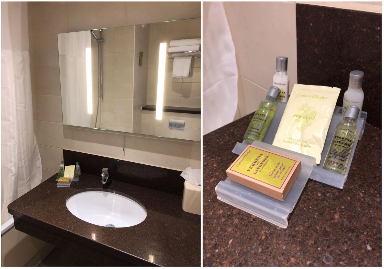 Queen Deluxe Bathroom - Hilton Garden Inn Luton North