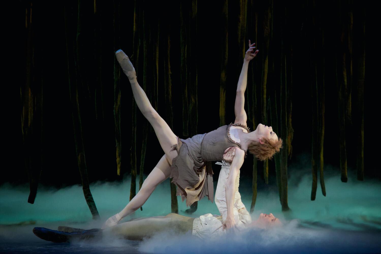 Manon. Sarah Lamb as Manon and Vadim Muntagirov as Des Grieux. ©ROH, Alice Pennefather, 2014