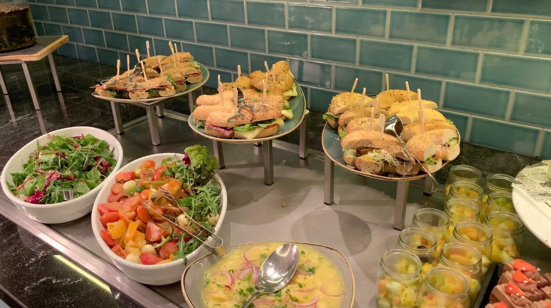 Hilton Vienna Plaza - Executive Lounge Evening Food