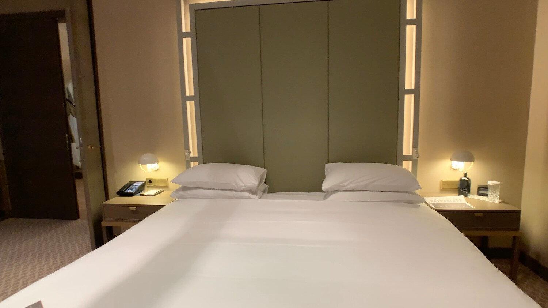 Hilton Vienna Plaza - Penthouse Royal Suite - Bed