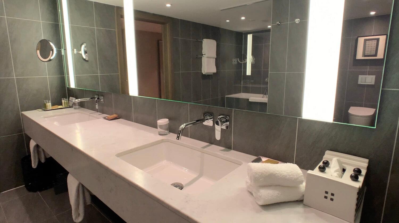 Hilton Vienna Plaza - Penthouse Royal Suite Bathroom