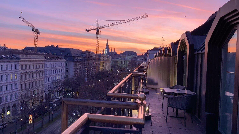 Hilton Vienna Plaza - Penthouse Royal Suite Corner Balcony