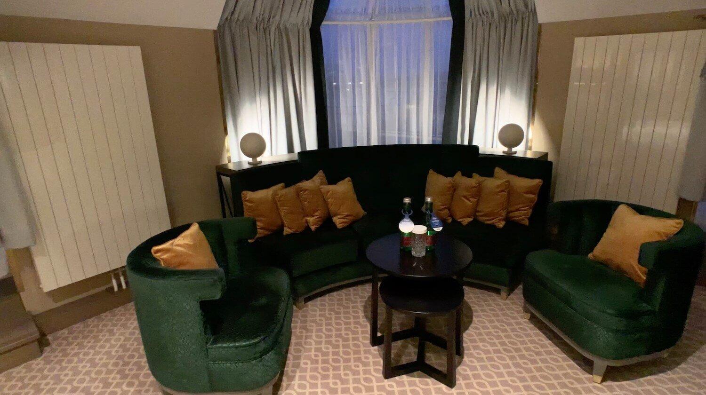 Hilton Vienna Plaza - Penthouse Royal Suite Corner Couch