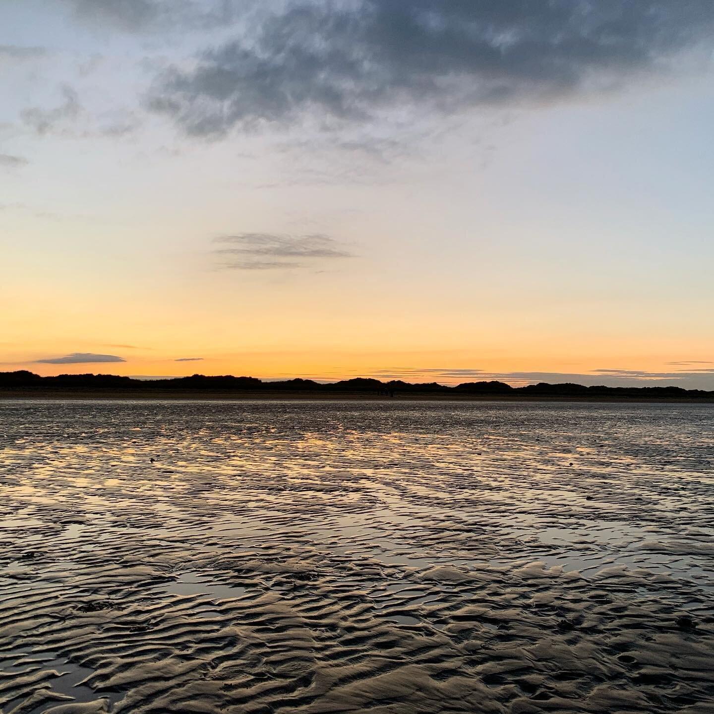 Sunset in St Andrews 🌅   #travel #sunset #beach #scotland #uk #autumn #travelblog #travelblogger #insta #photography #photographer #photo #instaphoto #like #love #follow #gaytravel