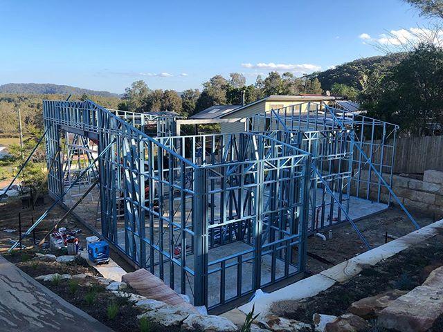 Huge garage & workshop for Rob Sharp Electrical . . . .  #garage #workshop #truecore #truecoresteel #madefromtruecoresteel #lightsteelframe #lightsteelframing #50yearwarranty #coldformedsteel #steelframe #steeltruss #rollforming #architecture #australianmade #aussteel #TheUltimateSteelBuildingSystem