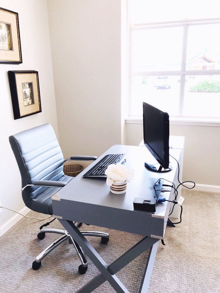 Dedicated Desk $225/mo (Unlimited Days) - Enjoy all Trouvaille Omaha Member Benefits PLUS:15 Hours Meeting Room CreditsTrouvaille Omaha Mailing AddressPersonal Lockable filing cabinetAll desks located with window views