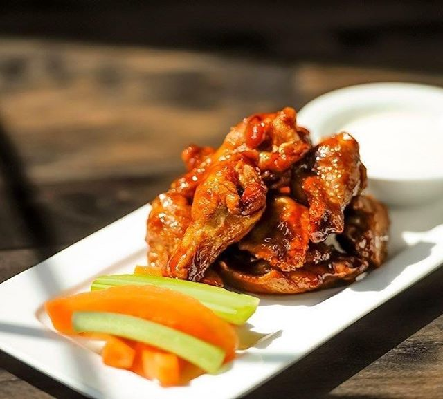 34¢ Wings (2pm-close) every Monday! Pair it with a Gas Lamp Draught 20oz for only $6.90 #yyceats #calgaryeats #yycspecials #yycwings