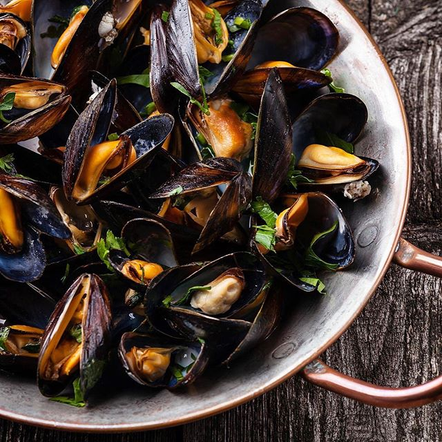 MMMM Mussels! 1lb of PEI mussels for only $10, every Thursday! Pair them with a 1/2 price bottle of wine! #yycspecials #calgaryeats #yycnow