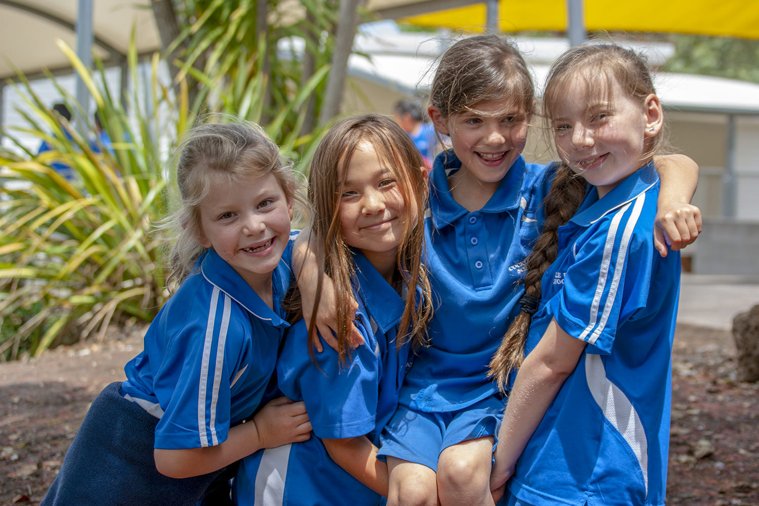 Happy kids at lunchtime - We can help to organise a healthy lunch for your child