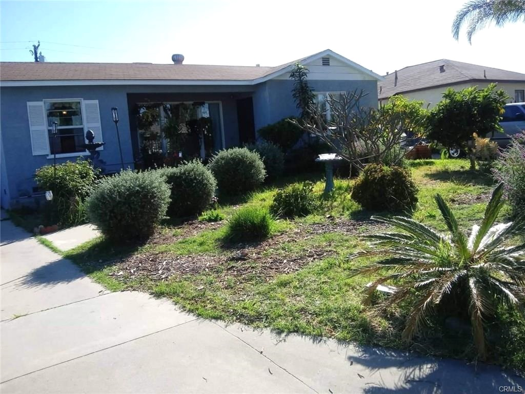 Beautiful home located in a nice Bellflower neighborhood. Close to great schools and easy access to major freeways. 2 car garage that has been converted. Large lot size 7,181 sqft. Central air.