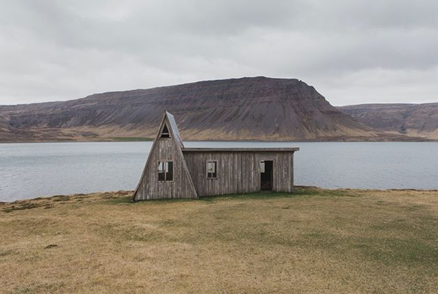 This is where my mind wanders to a lot of days.. This lonely little house somewhere deep in the Westfjords, sitting there surrounded by beautiful views every way you look and completely vacant. It felt so wild to run through the vastness this side of Iceland has.. easily now where I day dream ✨