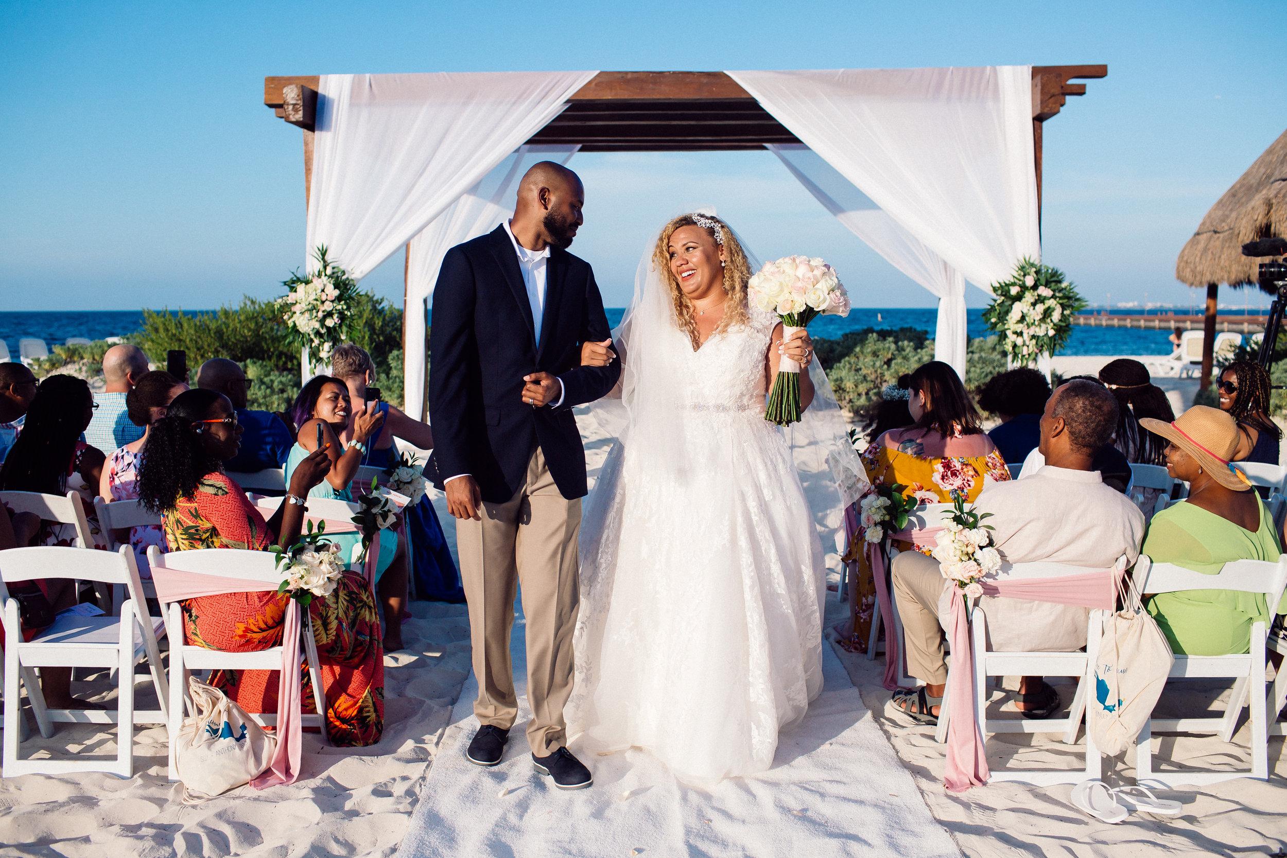 Beach_Destination_Wedding_Dreams_Playa_Mujeres_Sqy_Anthony_0126.jpg
