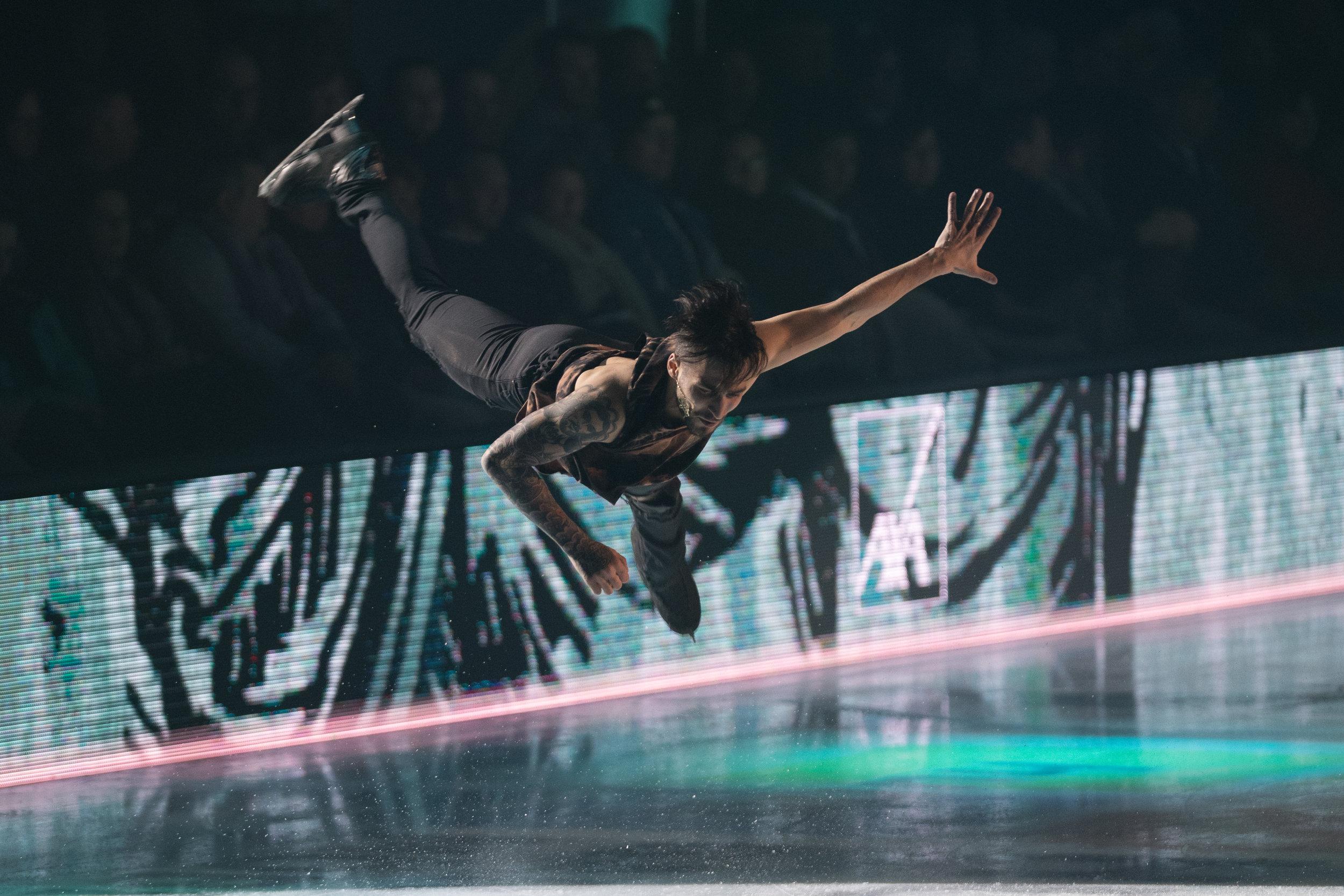 """Ivan Righini - Geboren: 16.4.1991Land: Italien/RusslandDreimaliger italienischer LandesmeisterWie reagieren Medien und Publikum auf deine Roma-Wurzeln? """"Ich habe Fans überall auf der Welt – und ich denke man hat mich gern. Für viele meiner Fans bin ich so etwas wie der Michael Jackson des Eiskunstlaufens. Ich bin sehr stoIz ein Roma, Italiener und auch noch Russe zu sein."""""""