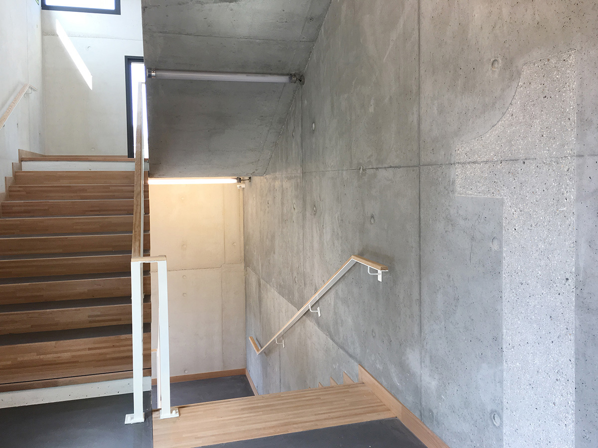 N1-escalier-signaletique copie.jpg
