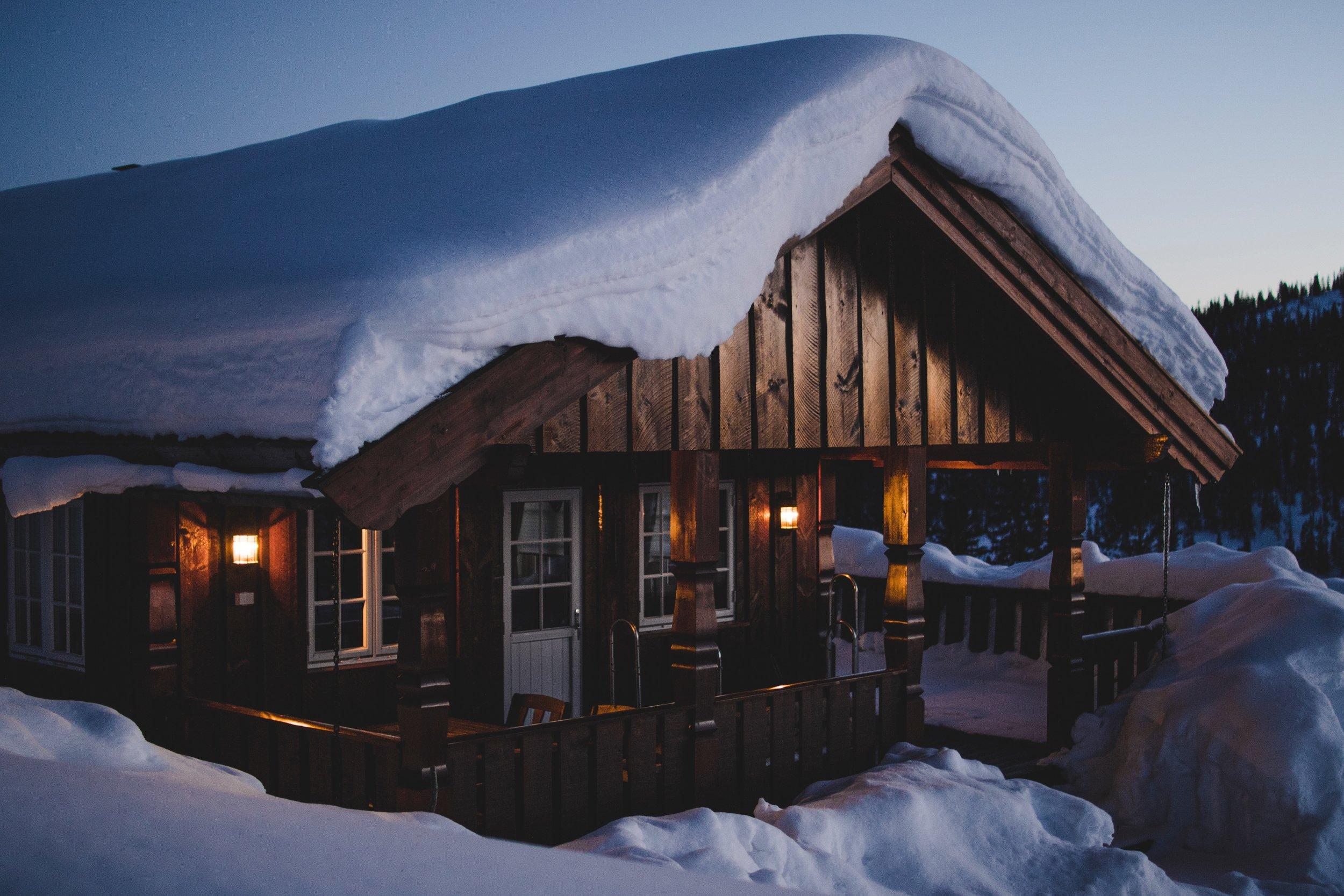 cabin-clouds-cold-950058.jpg