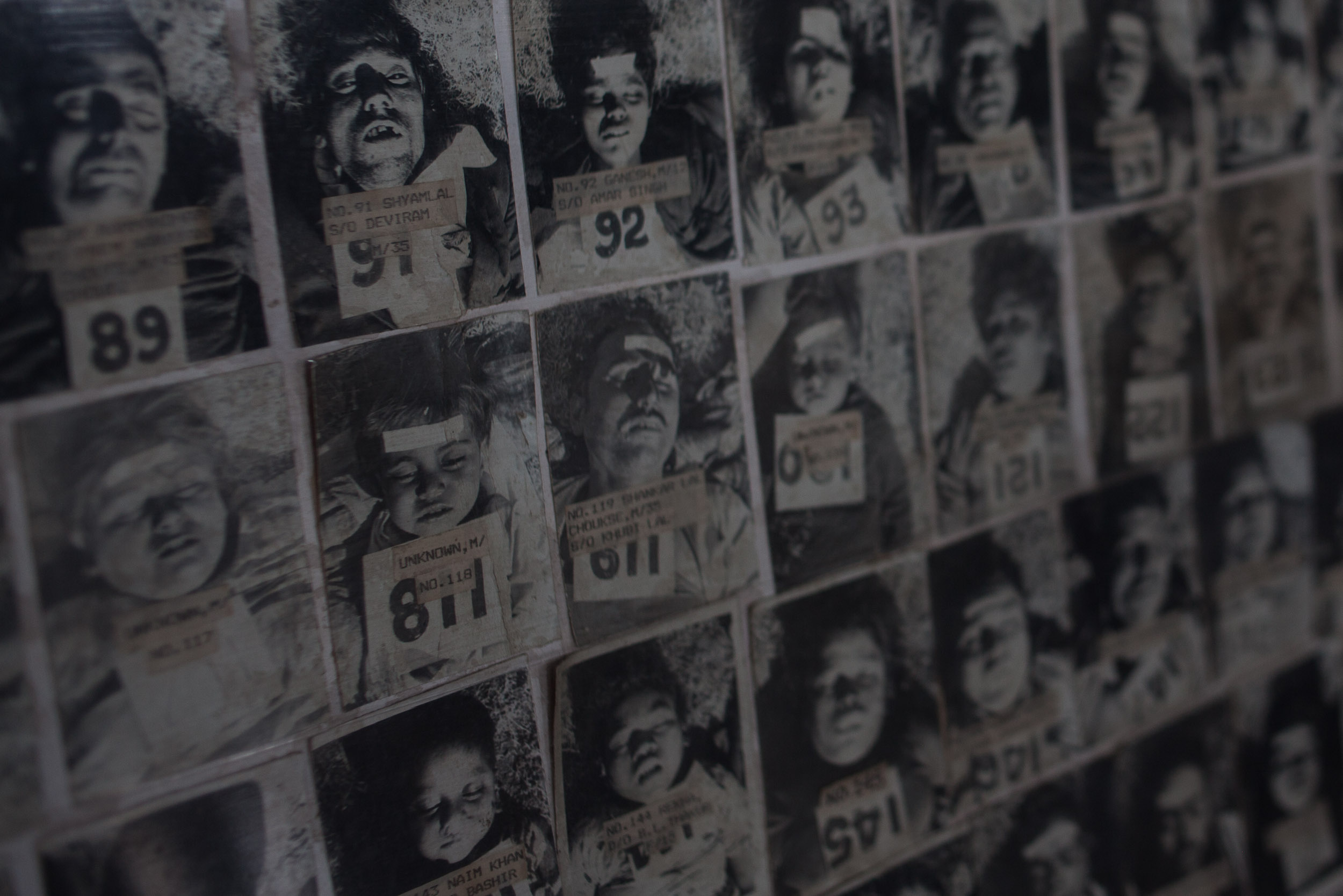 After the tragedy, photographer Subash Godane frome the Legal Medicine Institute of Bhopal took photographs of the deceased so their families could identify them.