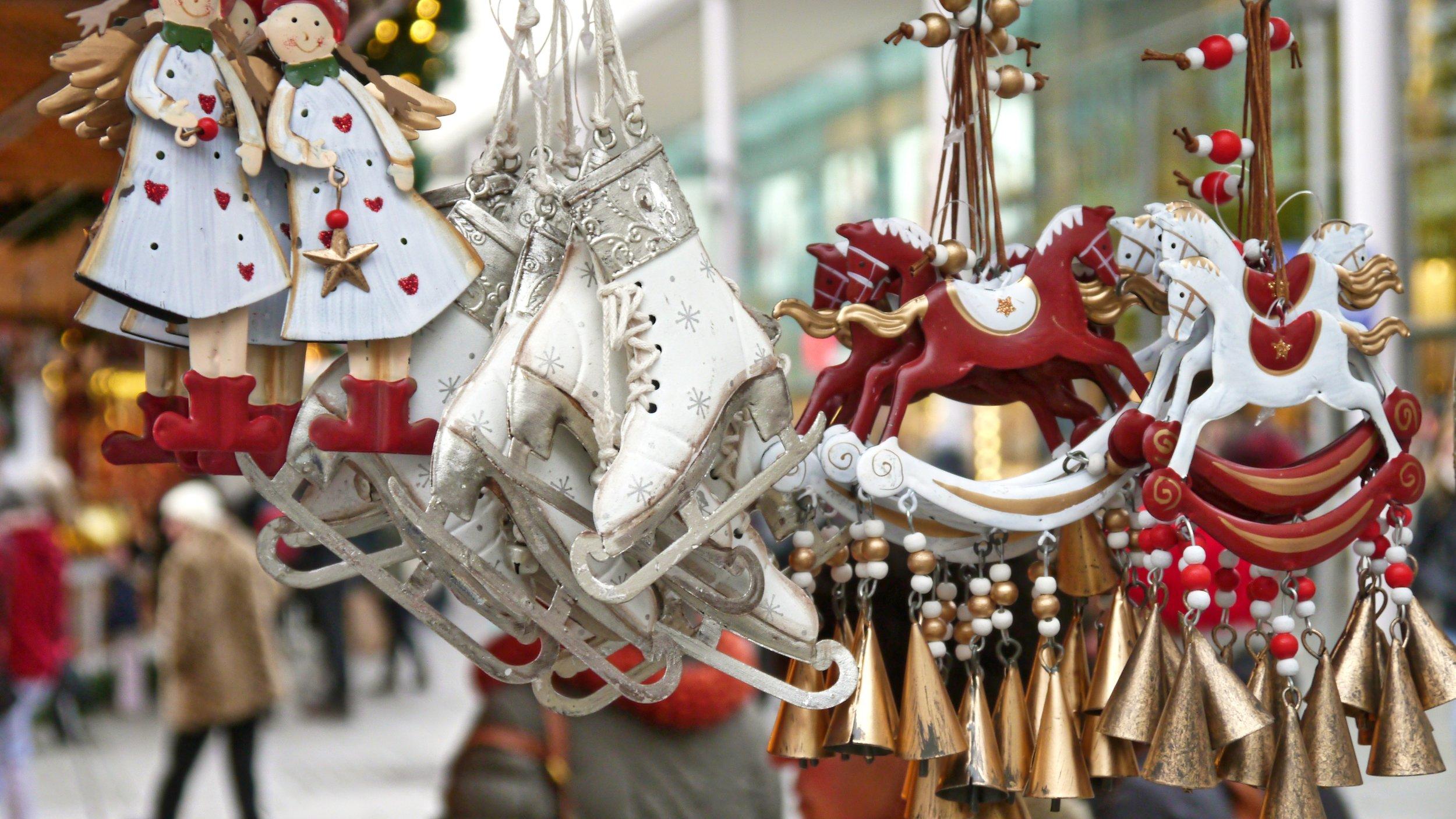 christmas-market-563199.jpg