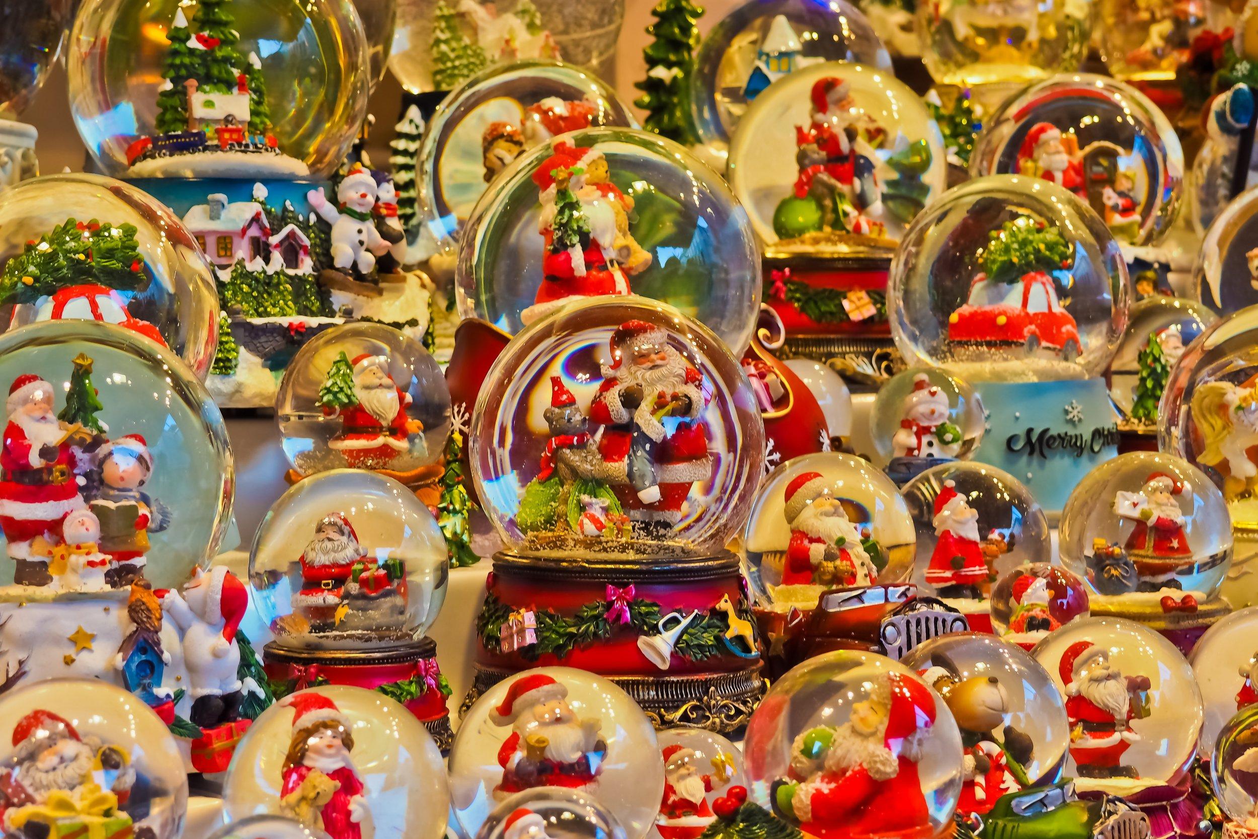 snow-balls-3882384.jpg