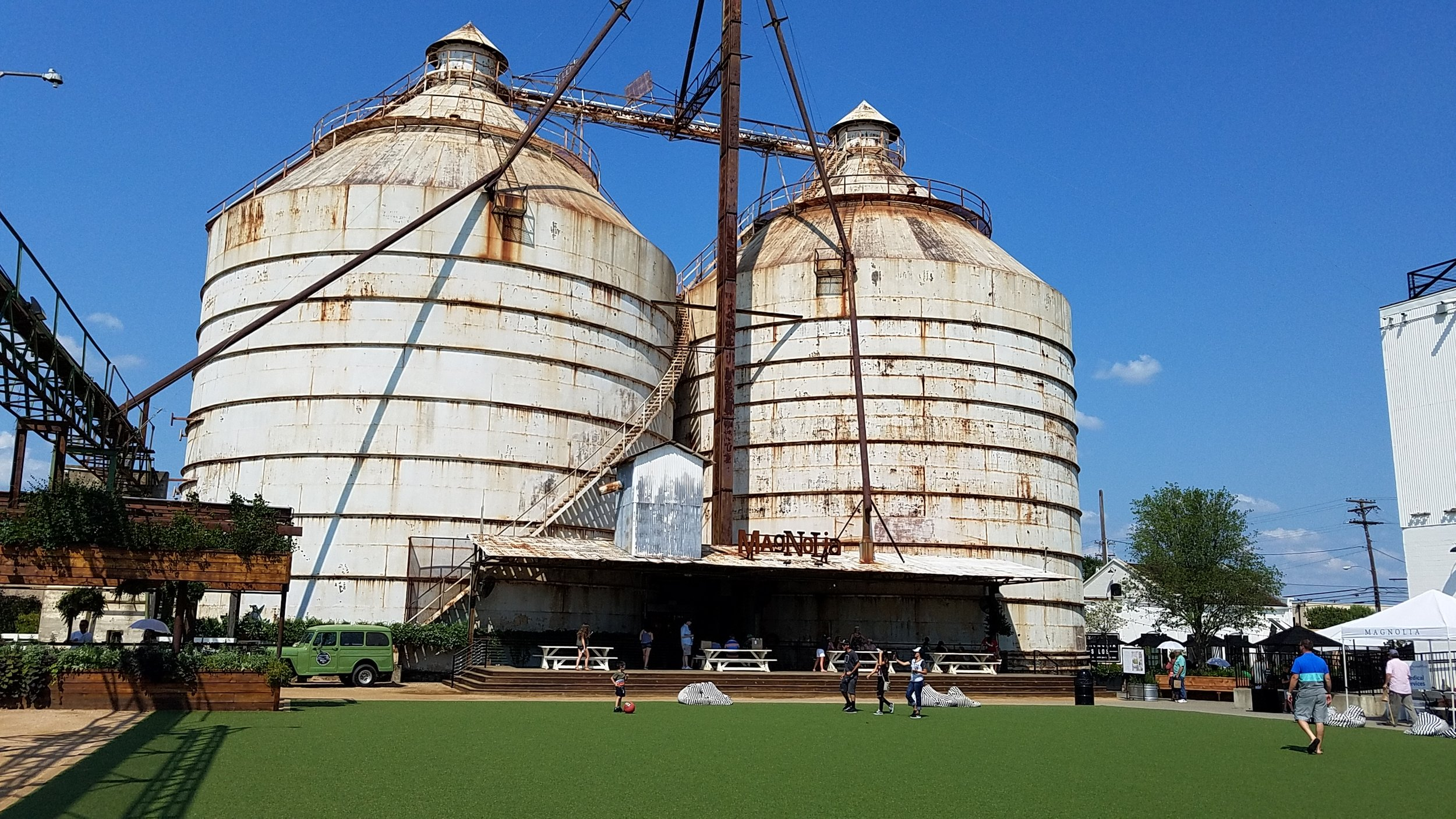 Magnolia_Market,_Waco,_TX.jpg