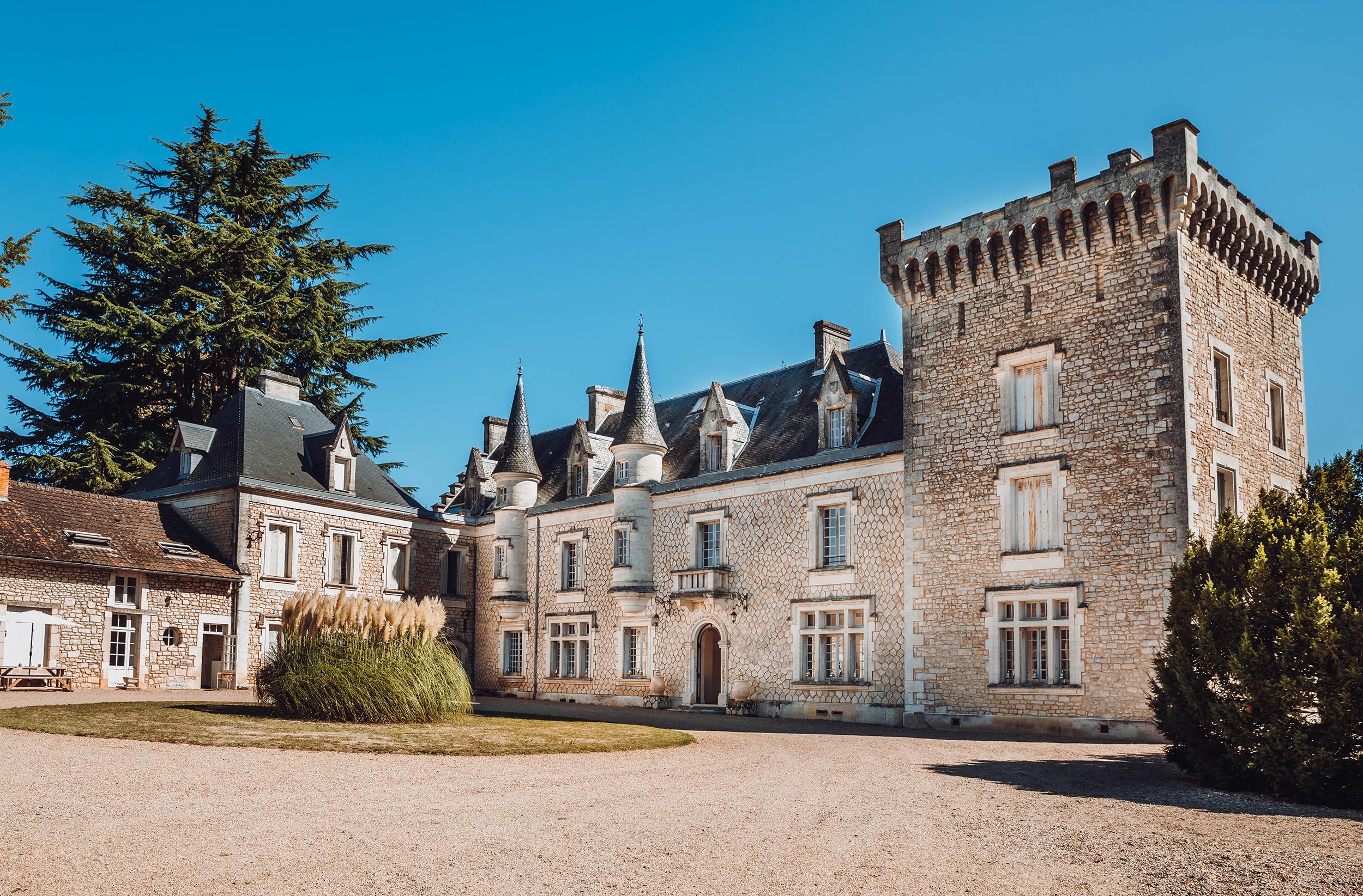 Chateau de la Couronne.jpg