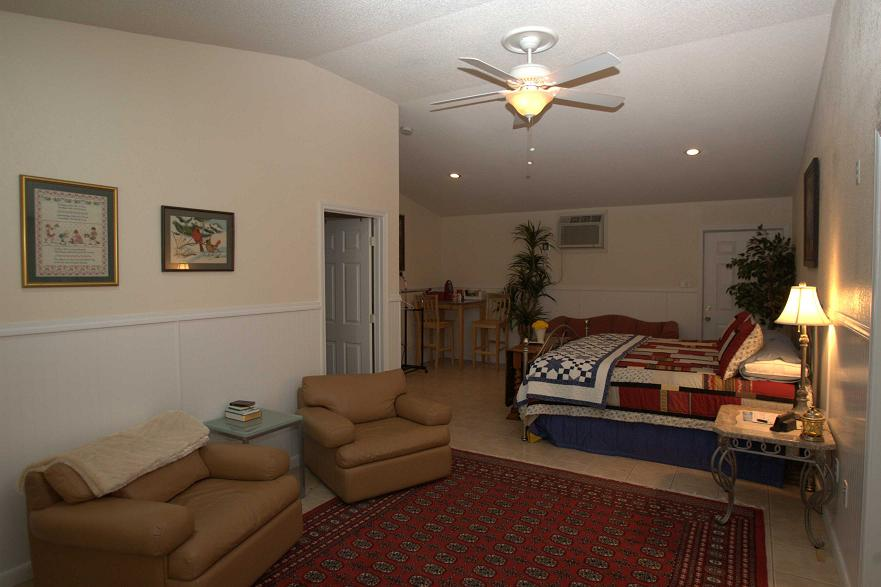 king bed room 3 mmr.jpg