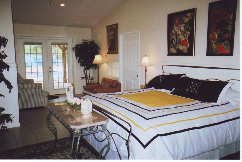 king bed room mmr.jpg