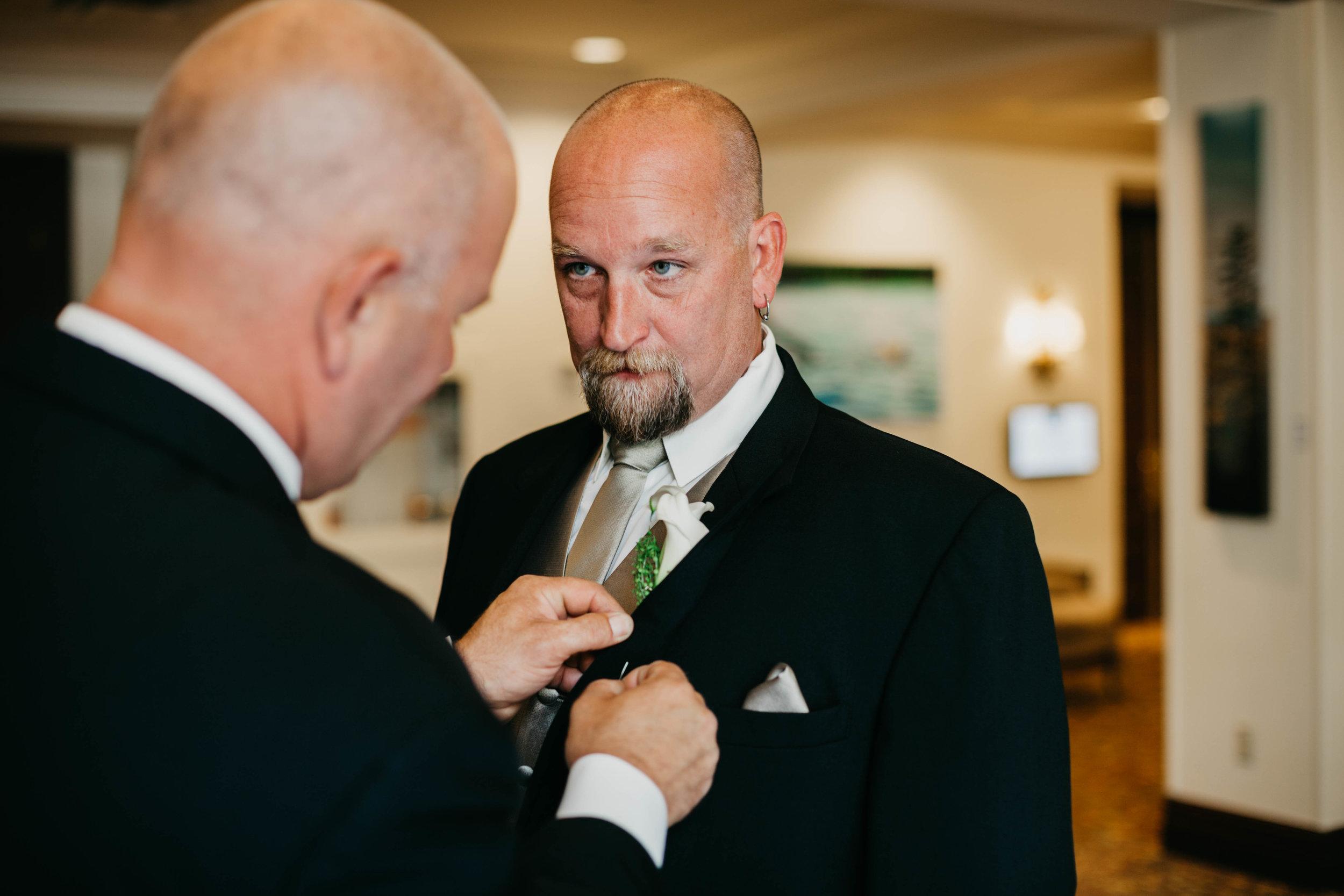 T&I_GettingReady_Wedding-102.jpg