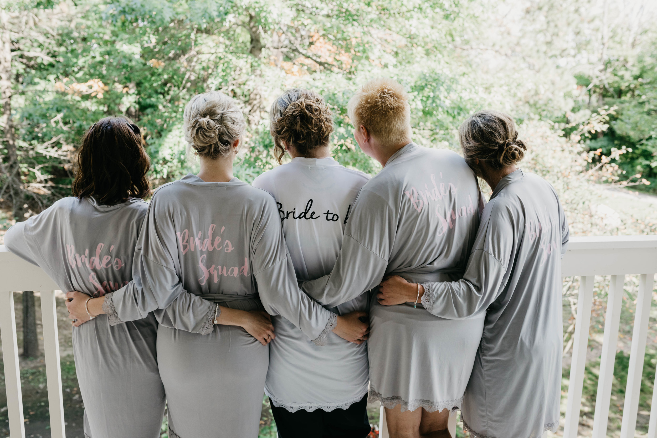 T&I_GettingReady_Wedding-204.jpg