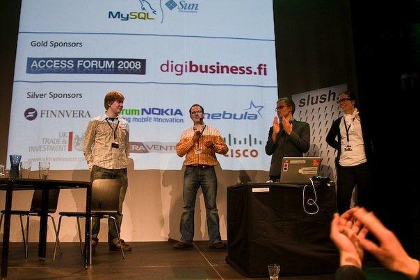 Kuvassa Slushin perustajat ensimmäisessä Slushissa. Vasemmalta oikealle: Kai Lemmetty, Peter Vesterbacka, Ville Vesterinen ja Helene Auramo.