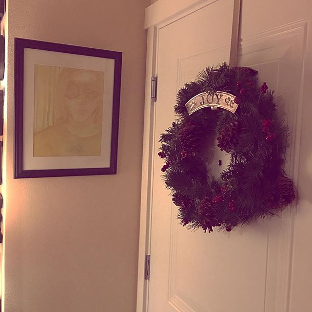 I love my wreath AND my painting from one of the best artists I know @elijah_fred. ❤️🎄❄️🎁