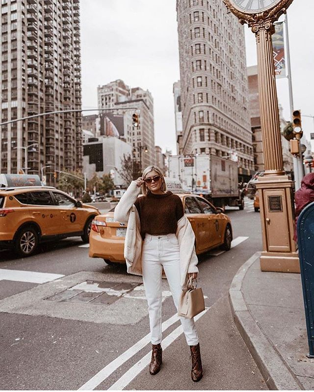 Nyc taxis have always played a part in nyc fashion culture. Click the link in our bio to download our app and request your first ride. 👉 @waavenyc [oic by @emily_luciano ]