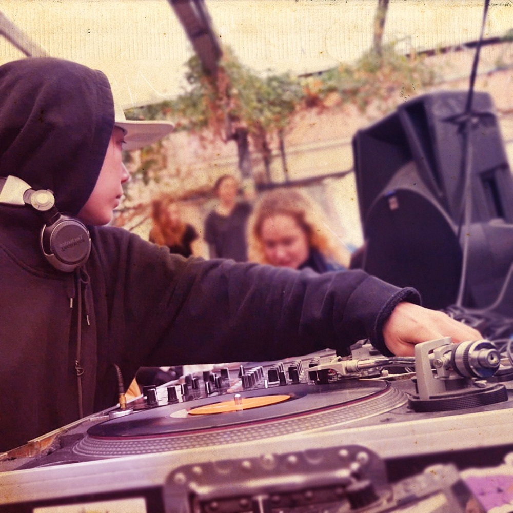 DJ Naru -