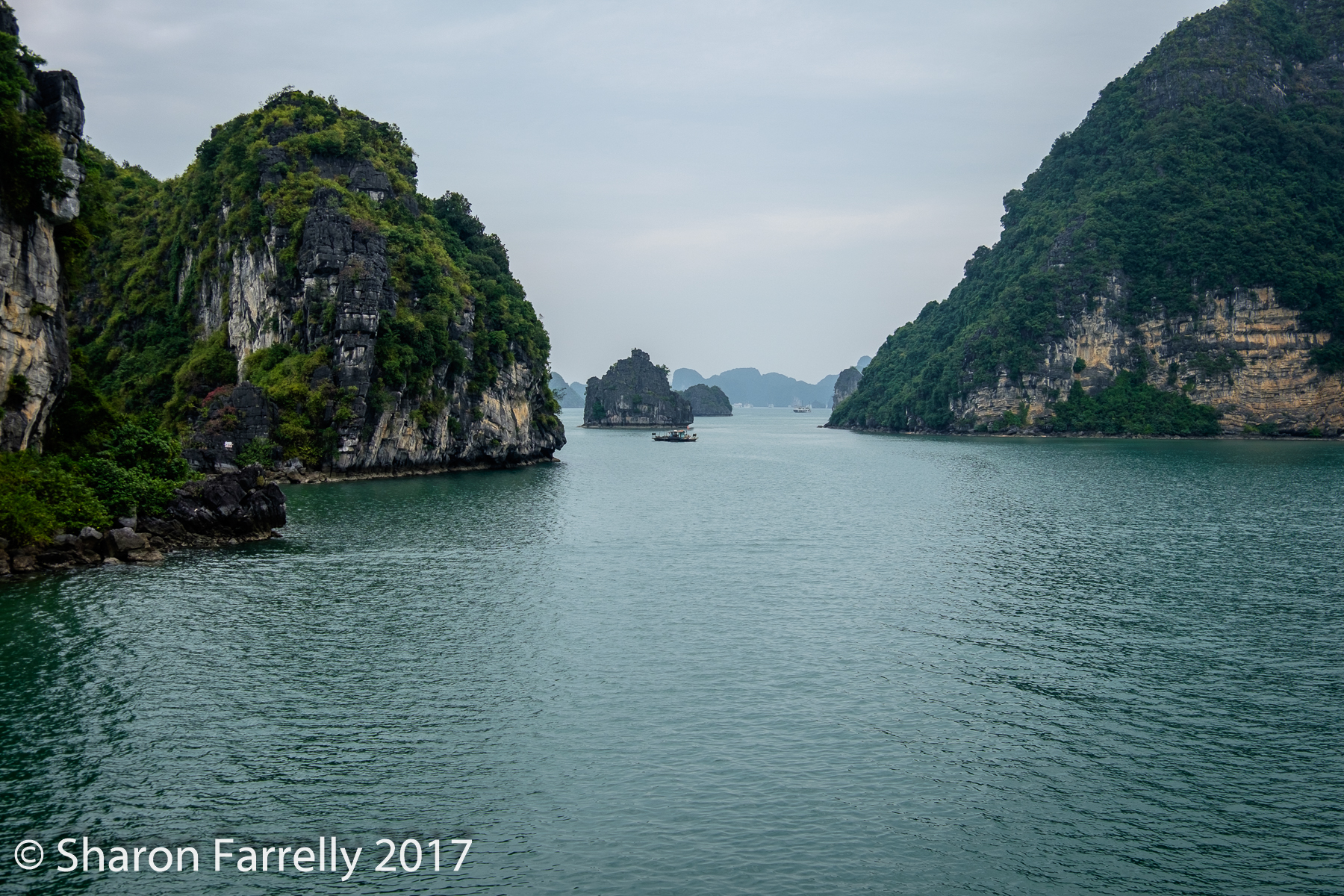 HaLong-Bay-2017-0686.jpg