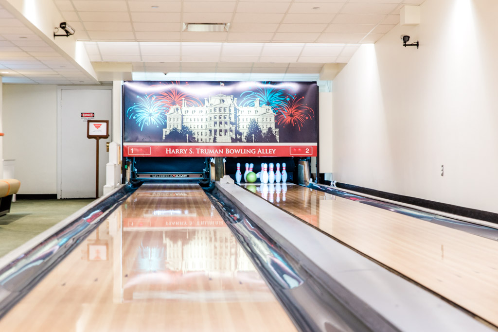 white-house-bowling5-abroad-wife.jpg