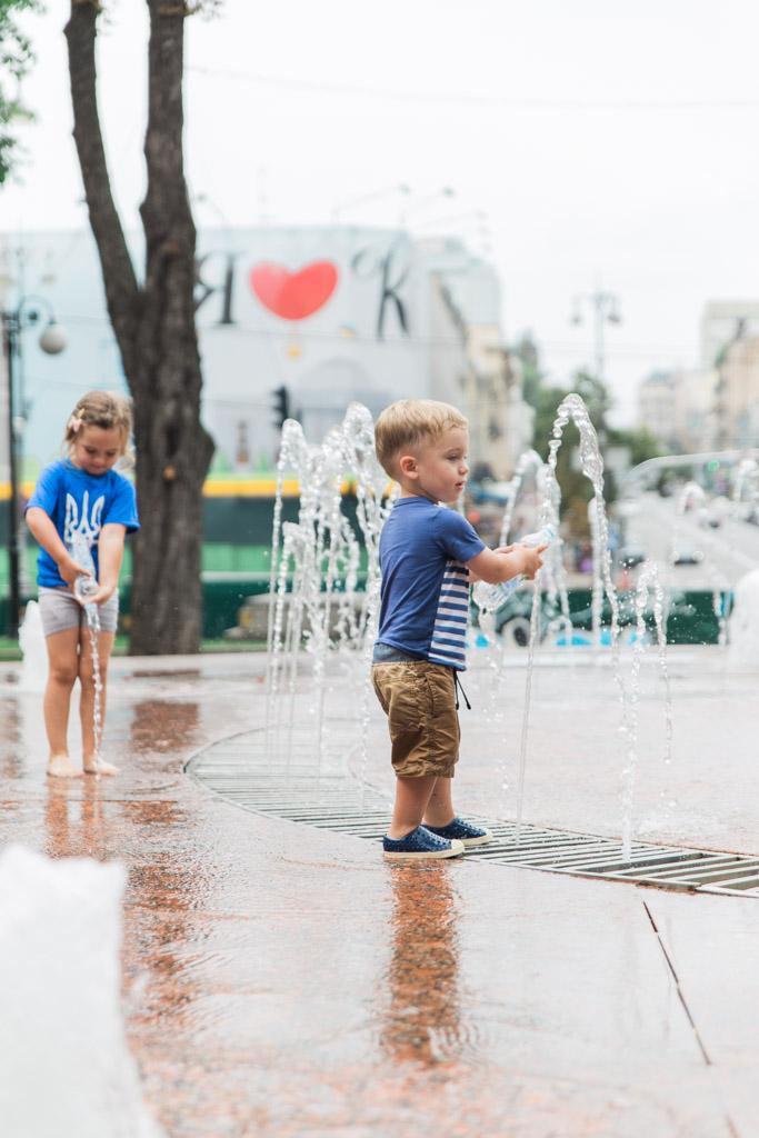 kiev-kids-fountains-abroad-wife.jpg