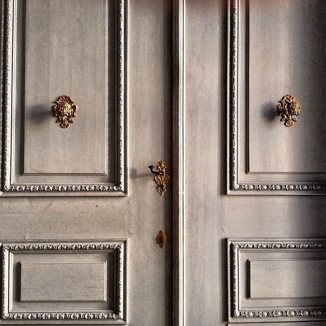 Love these inspired door accents. Inspiration found via @thefullerview and @pinterest.  __________// . . . . #thefrancophiles #parisianapartment #inspirationfound