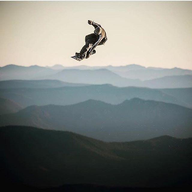 'Tis the season... to hit the slopes. Winter is here!  #Flygood #shredlife 📷 @blattphoto