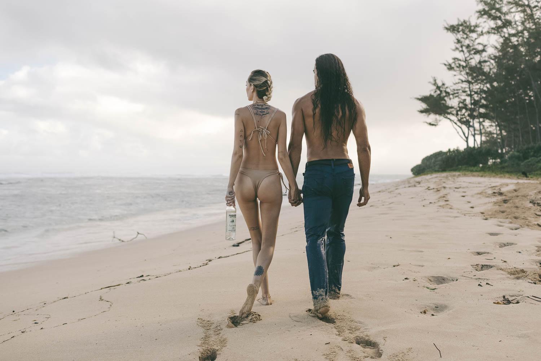 paquera-mezcal-girl-guy-walk-on-beach-400.jpg