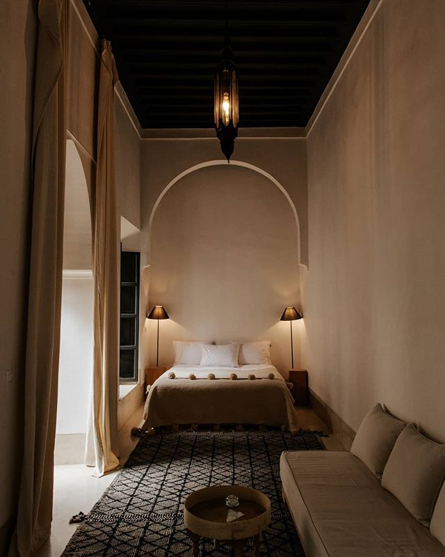 Minimalist room with dramatic lighting and plaster detailing. Shot for @riad42marrakech